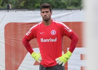 Goleiro Alisson em treino do Inter (Foto: Eduardo Deconto / GloboEsporte.com)