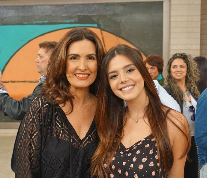 Apresentadora ao lado de Giovanna Lancellotti (Foto: Vinícius Cunha/Gshow)
