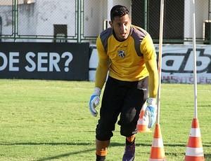 Fernando Henrique deve fazer um trabalho físico à parte para recuperar forma  (Foto: Divulgação / CearaSC.com)