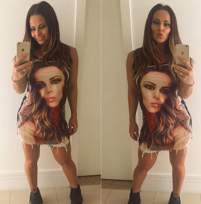 Viviane Araújo usa camisa com uma imagem do rosto dela estampada (Foto: Arquivo Pessoal)