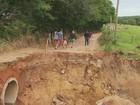 Ponte desaba e deixa moradores isolados na zona rural de Monte Alto