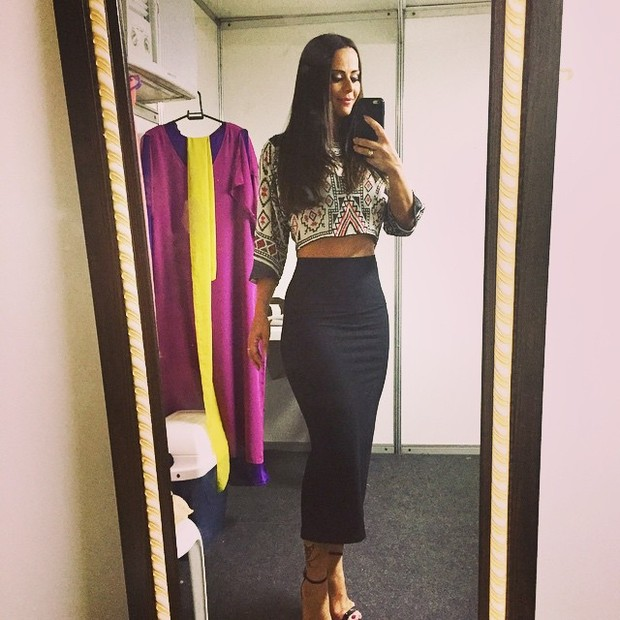 Viviane Araújo mostra boa forma em foto publicada em rede social (Foto: Reprodução/Instagram)