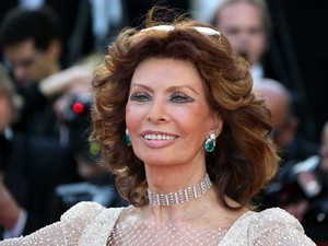 A atriz italiana Sophia Loren no Festival de Cannes nesta terça-feira (20) (Foto: Loic Venance/AFP)