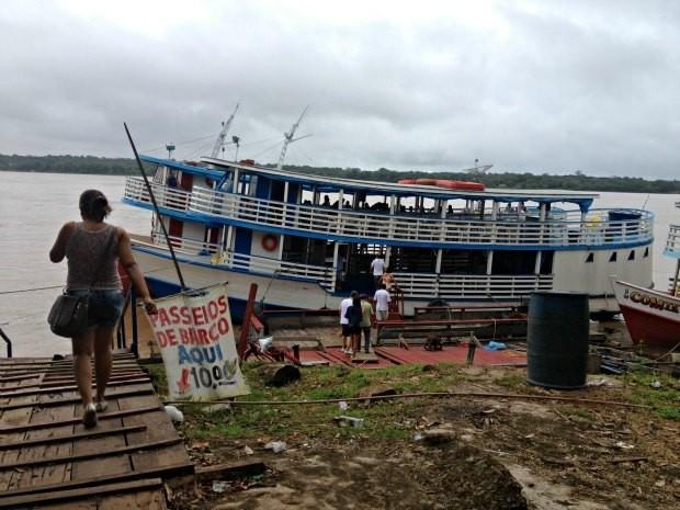 Barcos de turismo tiveram notificação da SPU para sair da EF Madeira Mamoré (Foto: Ivanete Damasceno)