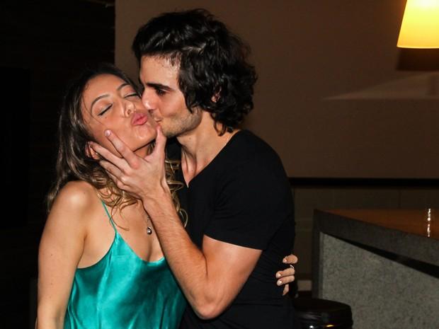 Fiuk beija a irmã Tainá em pré-estreia de filme em São Paulo (Foto: Manuela Scarpa/ Foto Rio News)