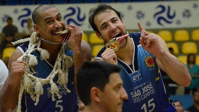 São José campeão paulista de basquete 2015 (Foto: Verônica Martucci)