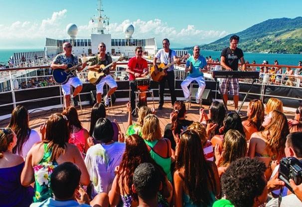 Bem-vindos a bordo! Repertório do show em Cuiabá, será baseado no DVD Cruzeiro Roupa Nova (Foto: reprodução)