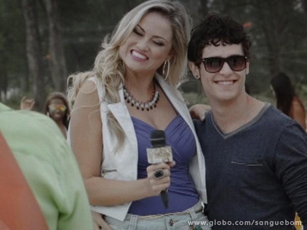 Quem deu as caras por lá e cruzou com Damáris foi Mangaba. Sucesso! (Foto: Sangue Bom/TV Globo)