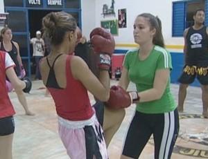 Mulheres de Rondônia buscam qualidade de vida no boxe (Foto: Reprodução/TV Cacoal)