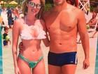 Bárbara Evans posta foto de biquíni com namorado em viagem
