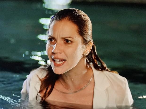 Laura esbraveja e dá bronca no médium! (Foto: Gshow)