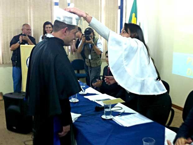 Glaucimar Ferreira dos Santos durante colação de grau na Papuda (Foto: Isabella Formiga/G1)