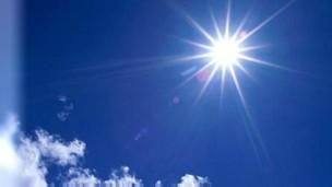 Exposição à luz solar pode ajudar pacientes de asma que não respondem bem a esteróides (Foto: BBC)