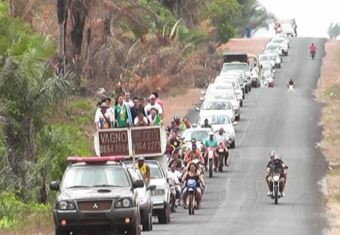 Ana Paula desfilou em carro aberto na cidade de Bequimão-MA (Foto: Divulgação/João Filho)
