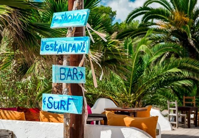 Em uma surf trip e no sabe onde comer? Confira as dicas dos melhores surf bars do mundo (Foto: Shutterstock)