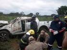 Caminhonete de Secretaria da Saúde capota e deixa motorista ferido no TO