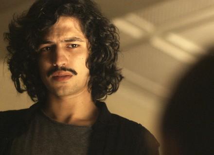 Gustavo conta para Vera que é pai do filho de Rimena