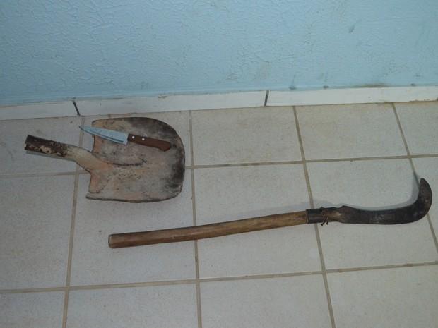 Objetos usados para suposta ameaça foram apreendidos (Foto: Marcelo Marques/ G1 RR)