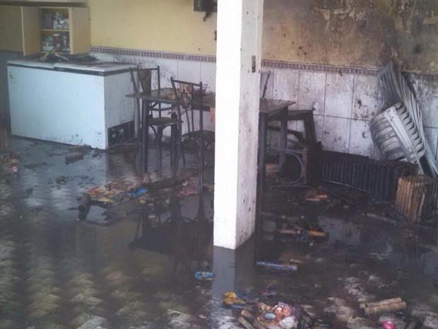 Fogos estavam na casa do prefeito de São Gonçalo do Pará (Foto: G1/G1)