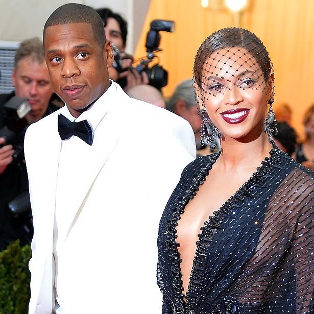 Beyoncé, hoje com 33 anos de idade, conheceu Jay-Z quando ela tinha 18 (ele é quase 12 anos mais velho). Porém, só assumiram namoro publicamente em 2004, quando foram de mãos dadas ao VMA. O casamento veio quatro anos depois e, em janeiro de 2012, Beyoncé deu à luz a primeira filha, Blue Ivy. (Foto: Getty Images)