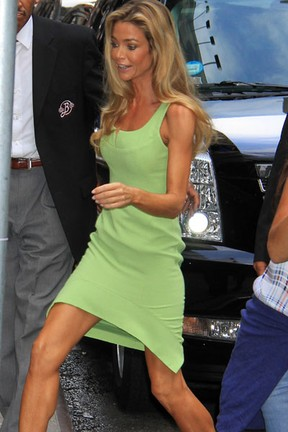 Denise Richards em Nova York, nos Estados Unidos (Foto: Splash News/ Agência)