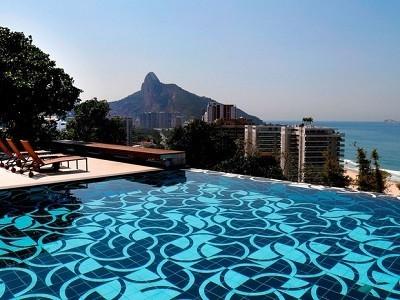 A casa alugada para a temporada carioca de Justin Bieber, no bairro do Joá, tem diária de R$ 200 mil (Foto: Alexandre Bensimon/Divulgação)