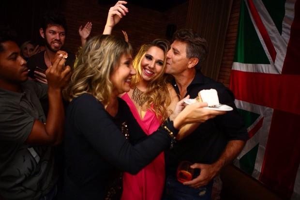 Carol Portaluppi com os pais Renato Gaúcho e Carla Cavalcanti (Foto: Raphael Mesquita/Divulgação)