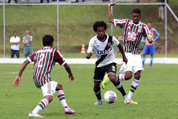 Paulo Vitor em ação: garoto marcou duas vezes em clássicos, inclusive contra o ex-clube (Foto: Carlos Gregório / Vasco.com.br)