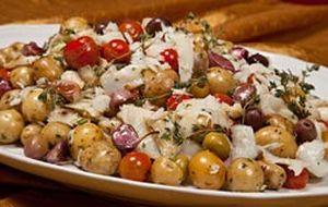 Salada de bacalhau com batata calabresa, alho e tomilho
