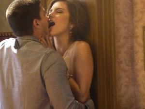 Casal se beija com paixão (Foto: Bel Bonotto/Gshow)