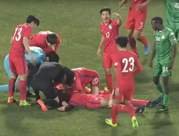 BLOG: Sul-coreano faz respiração boca a boca para salvar companheiro após choque