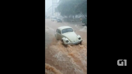 Enxurrada transforma ruas em rio em Lagoinha; assista vídeo