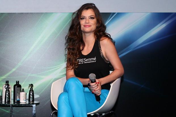 Alinne Moraes participa de bate-papo sobre beleza  (Foto: Manuela Scarpa/Foto Rio News)