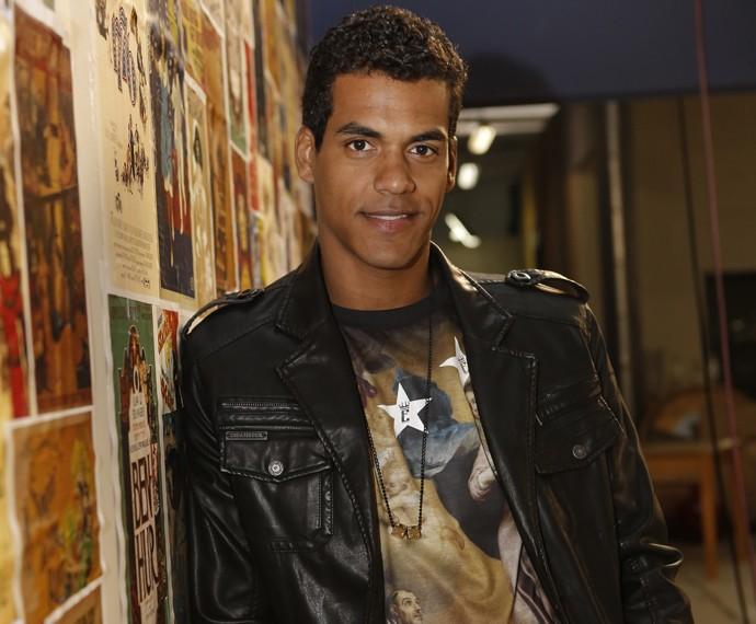 Marcello Melo Jr. nos bastidores dos ensaios do concurso (Foto: Fábio Rocha/Gshow)