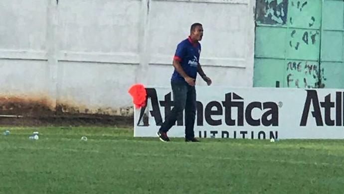 Técnico do VEC danifica placa publicitária no Aluizão (Foto: Rondoniense/ Facebook )