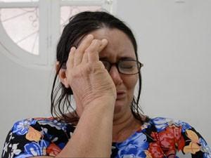 Vítima se emocionou ao contar como foi assaltada (Foto: Walter Paparazzo/G1)