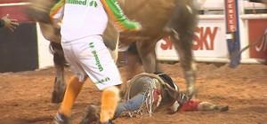 Peão é pisoteado por touro e fica ferido no Rodeio Internacional (Reprodução/EPTV)