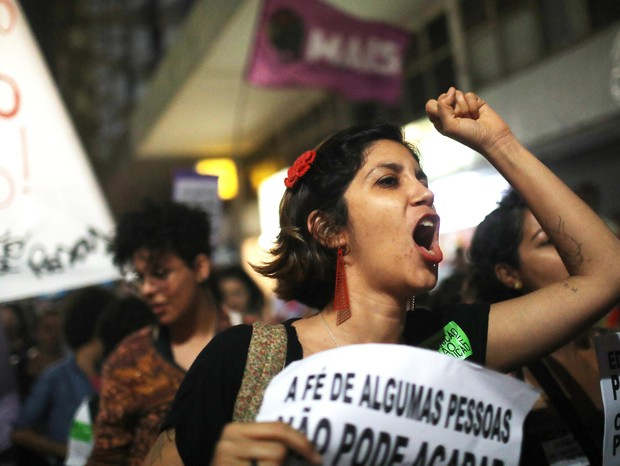 Atos contra a aprovação da proposta que proibe o aborto se espalharam pelo Brasil (Foto: Mario Tama/Getty Images)