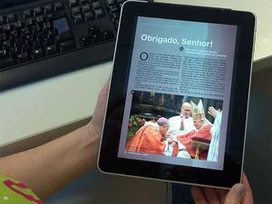Revista Lumen, da Arquidiocese de Campinas, lançada recentemente (Foto: Luciano Calafiori/G1 Campinas)