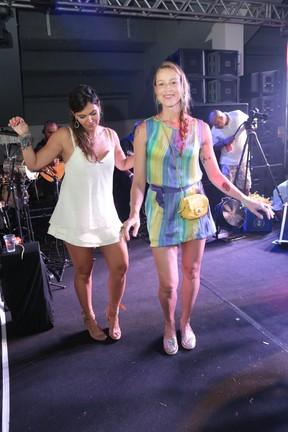 Carol Sampaio e Luana Piovani em festa na Zona Sul do Rio (Foto: Reginaldo Teixeira/ Divulgação)