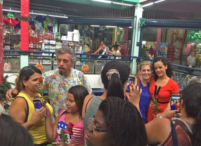 Osvaldo Mil e Maeve Jinkings recebem carinho do público nas ruas (Foto: Arquivo pessoal)