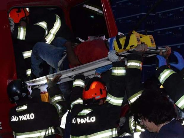 Motorista foi socorrido em estado grave após acidente (Foto: Julio Leite/Arquivo Pessoal)