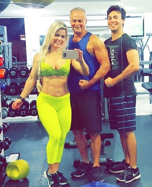 Kadu Moliterno treina ao lado da mulher, Cristianne Rodriguez, e do filho (Foto: Reprodução/Instagram)