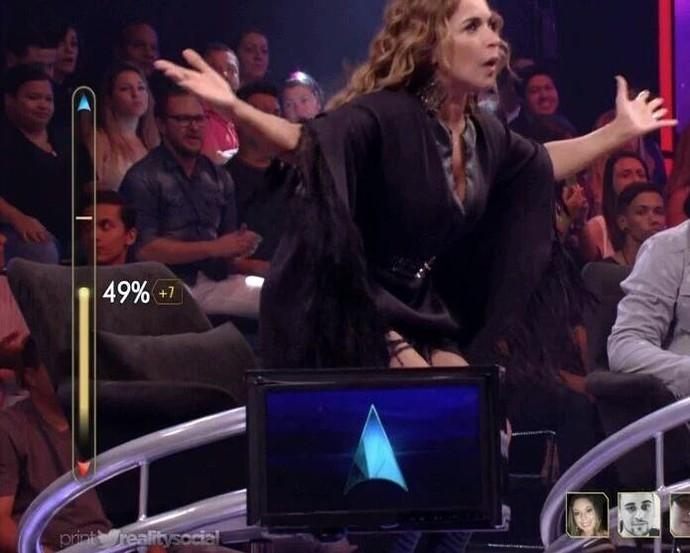 Daniela Mercury se empolga durante apresentação do Superstar (Foto: Reprodução)
