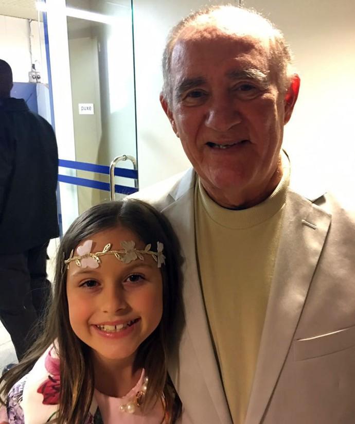 Rafa Gomes fez questão de tirar foto com o grande idealizador do Criança Esperança, Renato Aragão (Foto: Arquivo pessoal )
