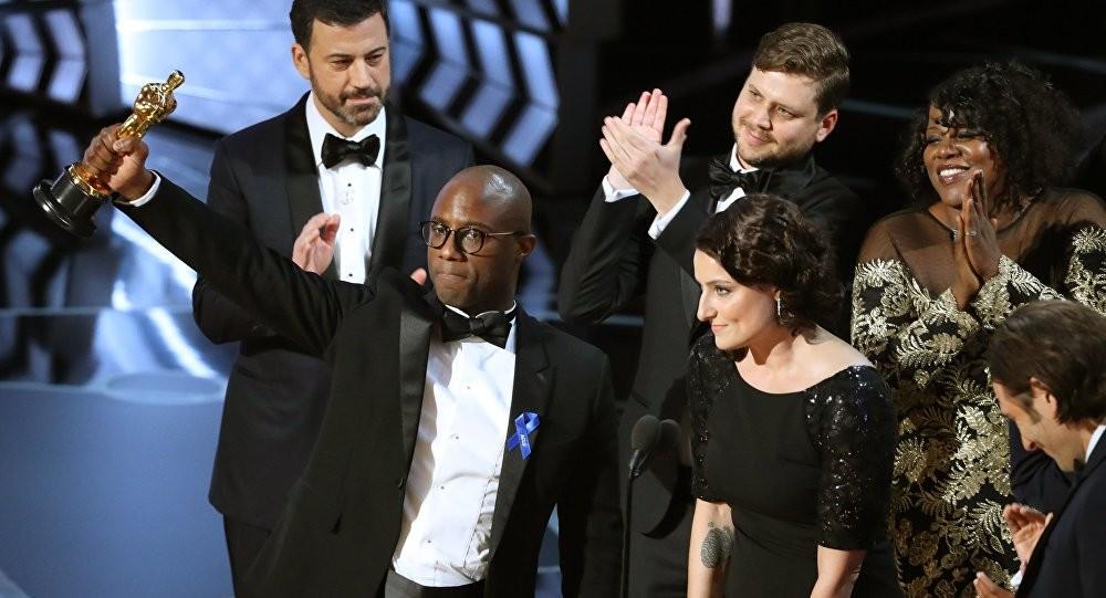 Barry Jenkins, diretor de 'Moonloght' com o Oscar de Melhor Filme (Foto: Divulgao)