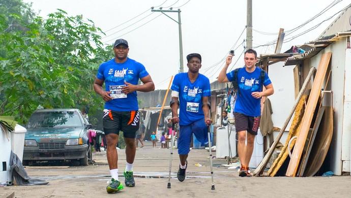 Leornado corrida amputado caju de braços abertos (Foto: Divulgação)