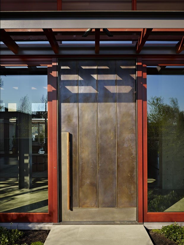 A arte se impõe na arquitetura desta casa (Foto: Benjamin Benschneider/Divulgaç)