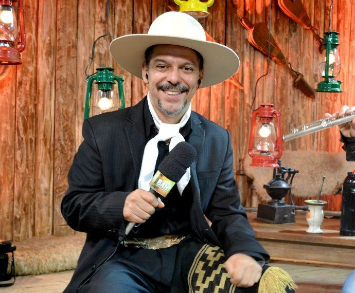 Neto Fagundes apresentou o programa Bah direto do Acampamento Farroupilha, em Porto Alegre (Foto: Graziella Rigotti/RBS TV)