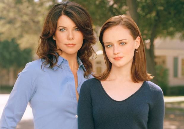 Lauren Graham e Alexis Bledel em 'Gilmore Girls' (2000-2007) (Foto: Reprodução)